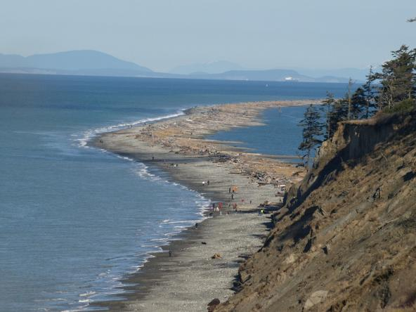 Dungeness Spit with feeder bluffs in foreground. Sequim, Wa. Photo: Eric Frommer (CC BY-SA 2.0) https://www.flickr.com/photos/armadilo60/2273928082